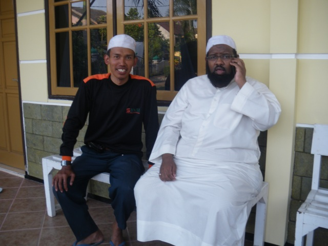 Syaikh Usman ( imam tarweh dari Saudi) imam tarweh di masjid man-arul Islam Sawojajar